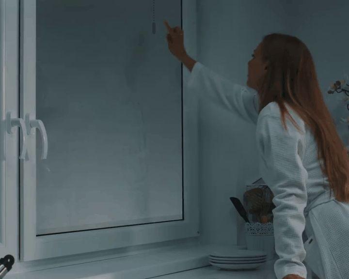 Подобные смарт-стёкла позволяют прикосновением руки «открыть жалюзи» …