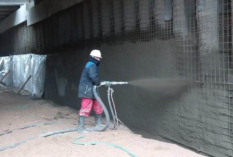 Для защиты этот бетон распыляют на стены, так что можно использовать его на уже готовых конструкциях