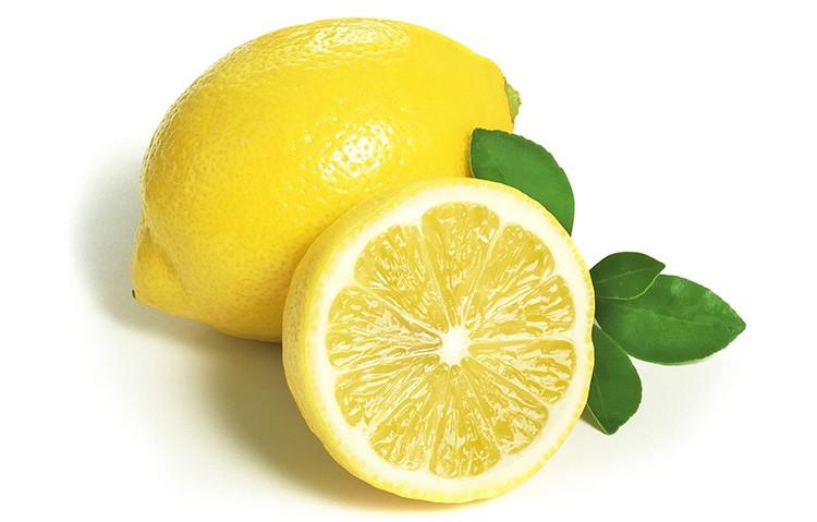 Столовое серебро тоже можно полировать лимоном.