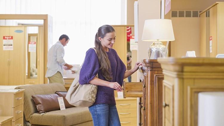 Мебель из натуральной древесины дорогая, поэтому к её выбору нужно подходить серьёзно