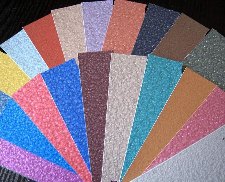 При желании можно отдать предпочтение молотковой краске ярких оттенков