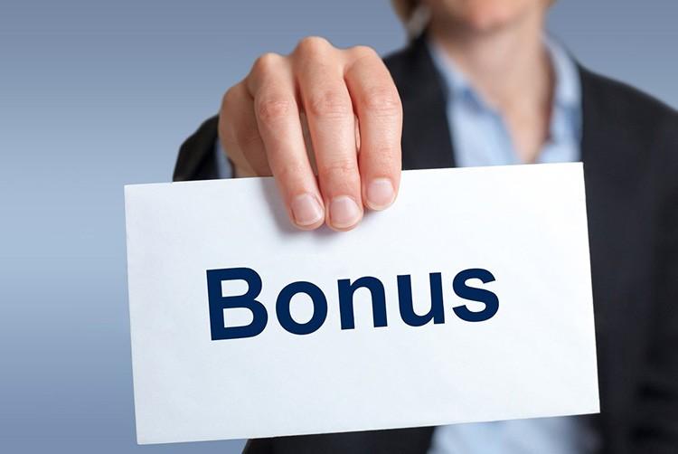 Причём обещание бонуса должно прозвучать в первых строках описания товара