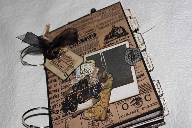 Ещё одна техника – журналинг: в работу добавляют тексты – какие-то записи или цитаты. Если текст слишком объёмный, его разделяют на абзацы
