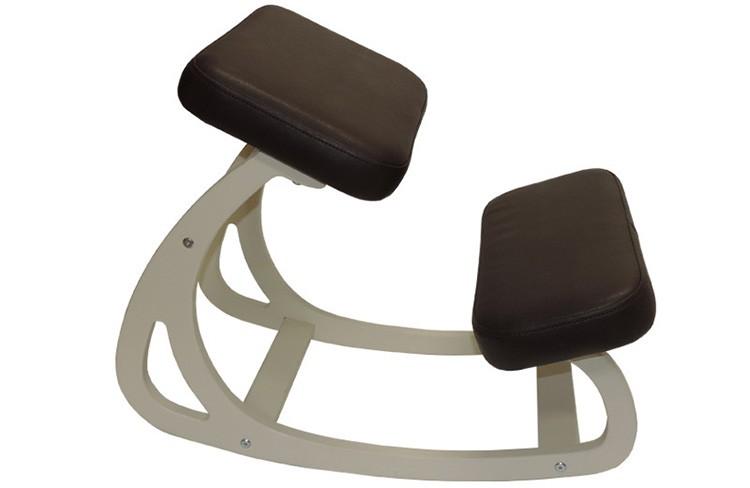 Простой качающийся стул хоть и не позволяет регулировать размеры, но может немного расслабить покачиванием