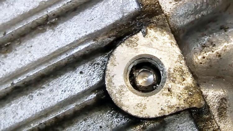 Поломанный болт, застрявший в агрегате – кошмар автомобилистов и слесарей