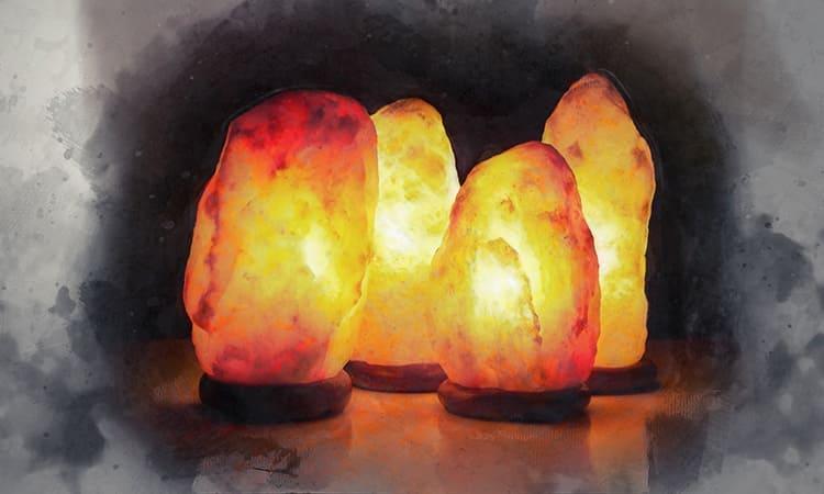 Мягкий свет солевых ламп для дома – отличное украшение интерьера.
