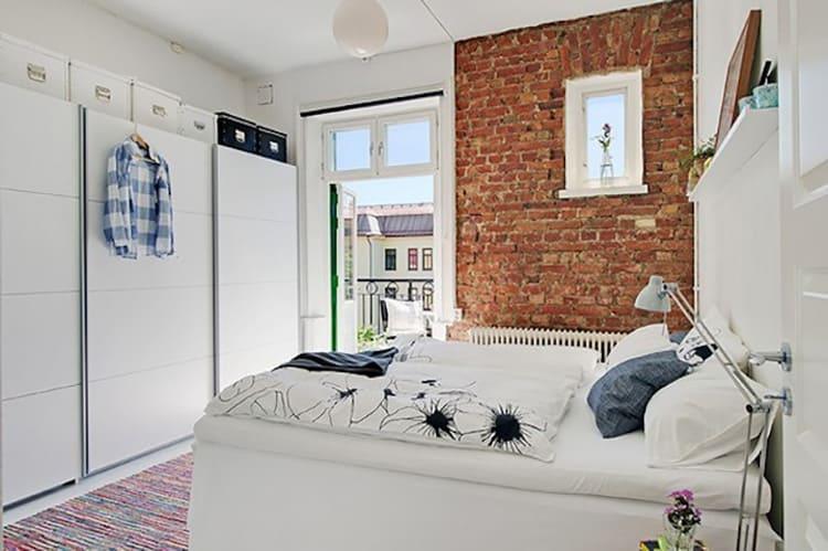 «Необработанная» кирпичная стена, может стать декоративным элементом