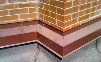 Отливы – украшение и защита для цоколя фундамента