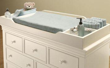 Приданое малышу: как выбрать пеленальный столик для новорождённых