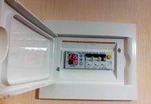 Реле напряжения 220 В для дома: защита техники от внештатных ситуаций