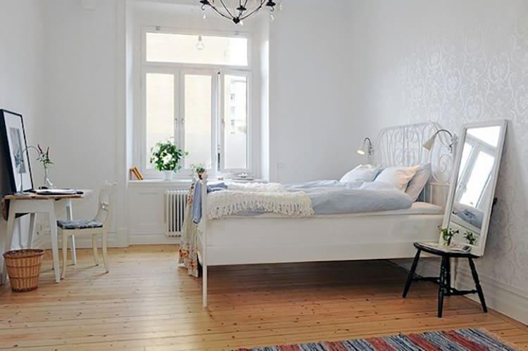 Натуральный деревянный пол сам по себе может стать украшением интерьера
