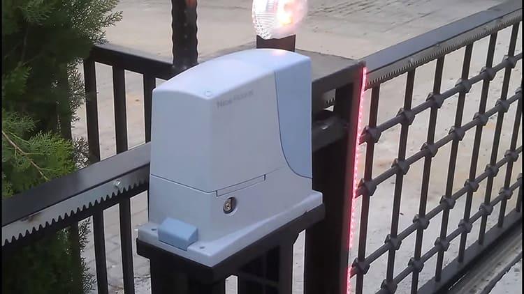 Специальная сигнальная лампа оповестит об открытии ворот