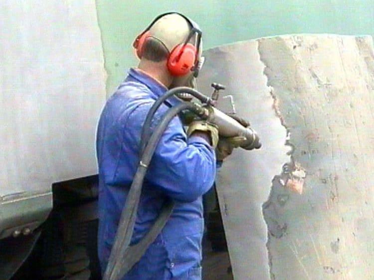Очистка металла от коррозии пескоструйным аппаратом
