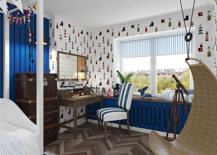Комфортная плетёная мебель, приглушённые тона и обилие морского синего, полка с артефактами из морских глубин – в такой комнате и взрослый будет жить с удовольствием