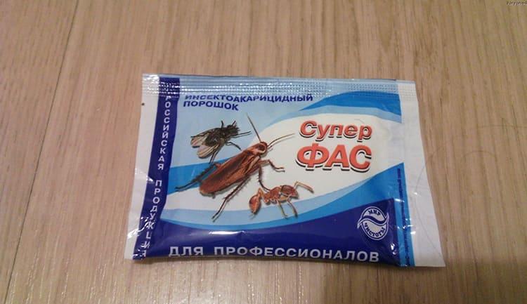 Самым мощным считается Супер Фас – он убивает не только клопов, но тараканов, земляных блох и домашних муравьев. Этот порошок для обработки растворяют в воде