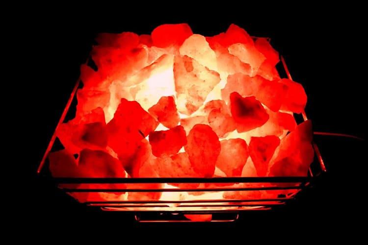 При этих патологиях рекомендуется ламповый абажур красных оттенков.