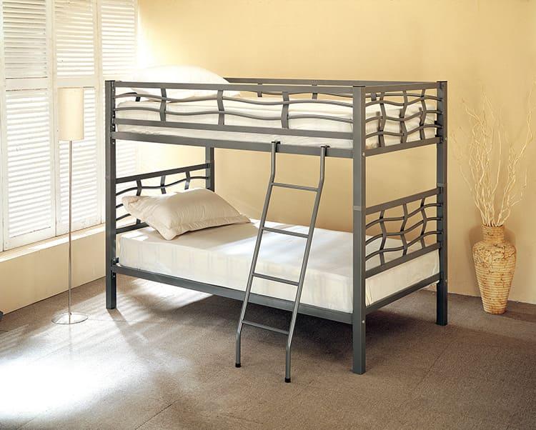 Двухуровневая кровать из профильной металлической трубы
