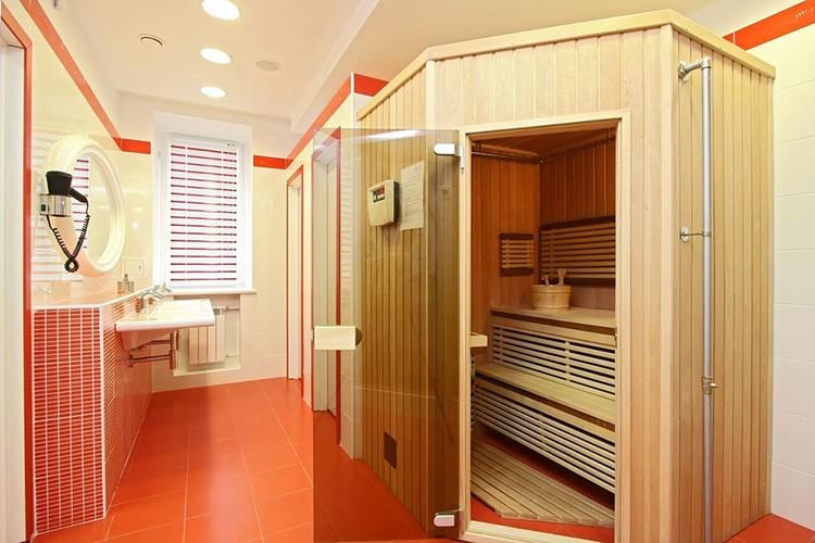 При обустройстве домашних саун в квартире запрещено использование твердотопливных или газовых нагревательных приборов