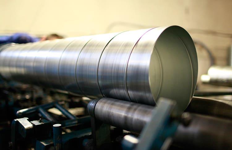 Процесс создания воздуховода круглого сечения методом намотки стальной спиральной ленты