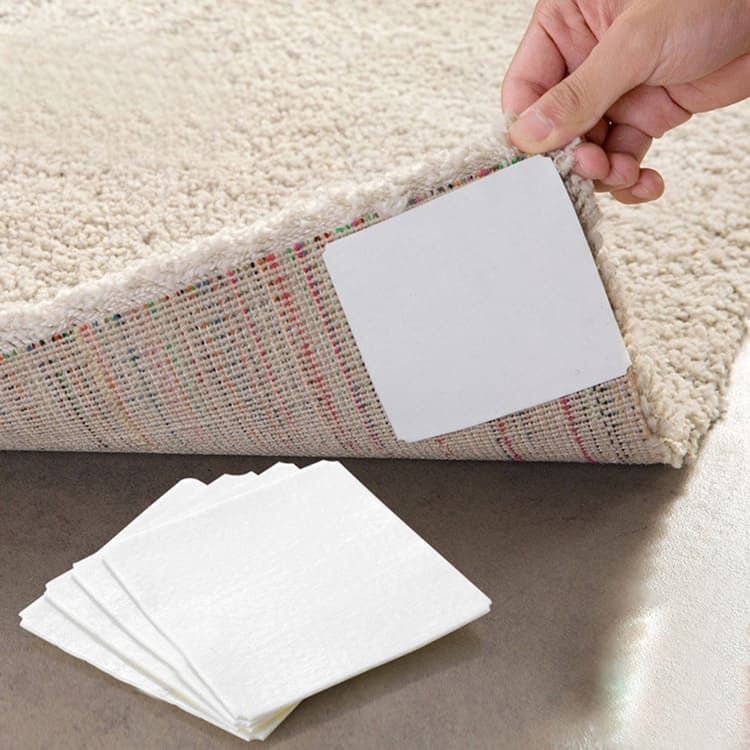 С такой наклейкой коврик в коридоре или в ванной никогда не сомнётся и не поедет под ногами