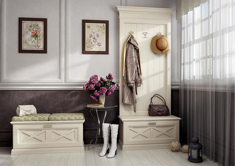 Чтобы обувница выглядела так, будто ей лет 50, мастера покрывают её кракелюром.