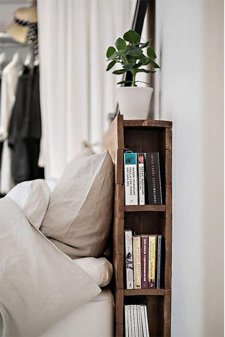 Изголовье кровати также можно использовать для хранения вещей
