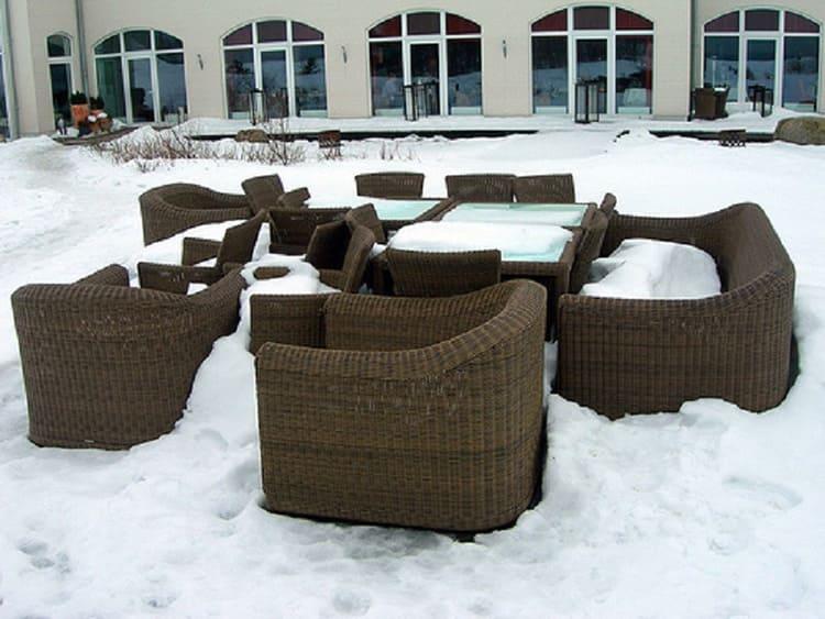 Самым старым и проверенным способом борьбы с клоповьей колонией считается вынесение мебели на мороз или выхолаживание квартиры зимой