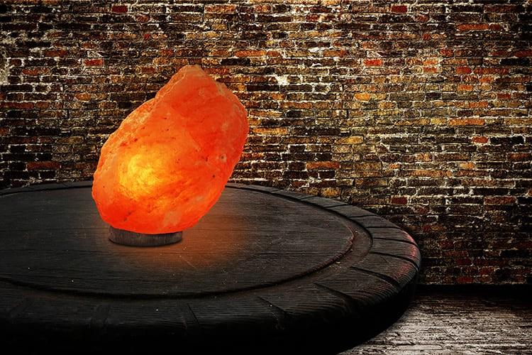 Мягкий свет лампы насыщенного цвета янтаря успокоит и улучшит секрецию желудочного сока.