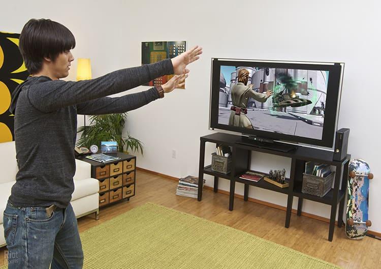 Так что продумайте, где можно повесить экран телевизора так, чтобы перед ним было достаточно места для активного движения во время игр