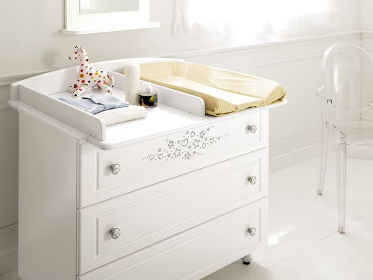 При необходимости его легко можно подкатить в любое место комнаты или даже транспортировать в ванную.