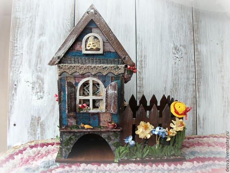 Декорировать такой домик вы можете по своему вкусу