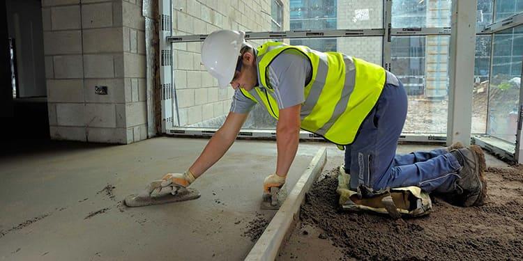 Возможно использование полусухой стяжки на промышленных предприятиях и в общественных зданиях