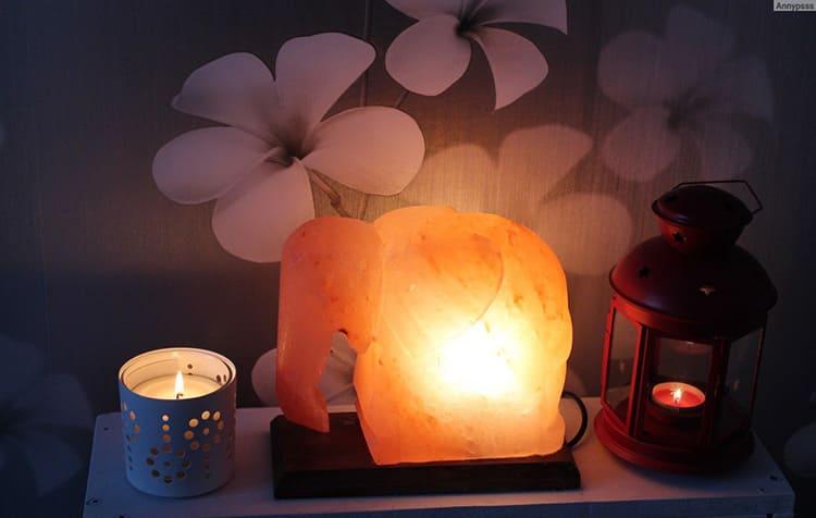 Солевые лампы отлично вписываются в любой интерьер.