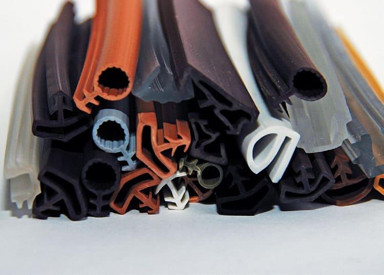 Резиновый герметик бывает разного размера.