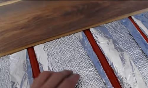 Как смонтировать тёплый пол под ламинат: важные моменты