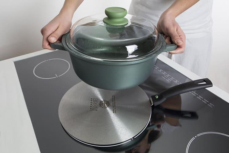 Посуда с адаптером нагревается медленнее.
