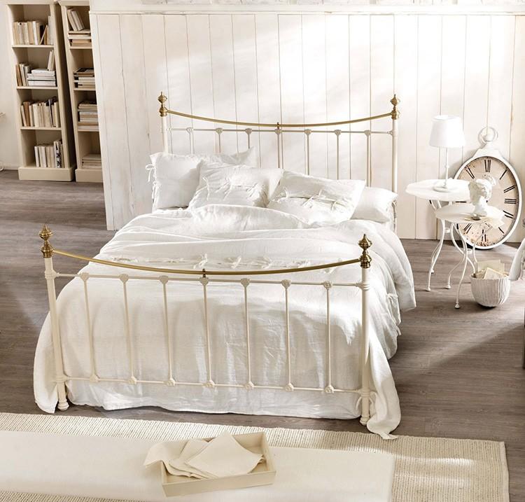 Вроде бы принцип создания кровати тот же, а мебель получилась другая.