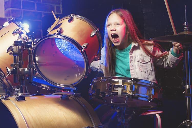 Труднее всего объяснить это подросткам, которым родители купили барабанную установку или акустическую гитару