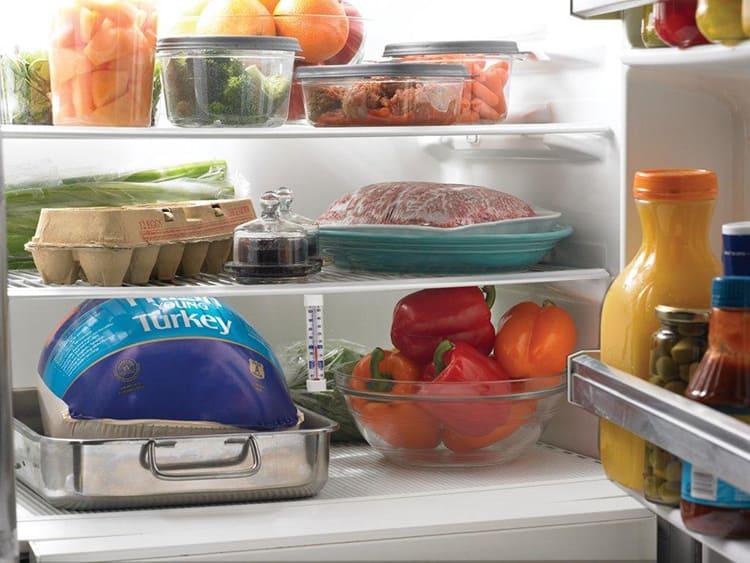 Центральная полка удобна для хранения супов, хлеба, соусов и овощей, для неё хорош диапазон +3… +6°С.