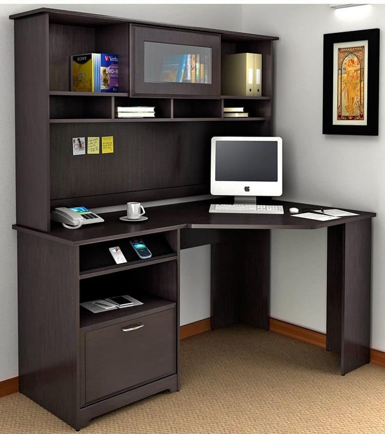Угловая конструкция стола отличается большей функциональностью, чем прямоугольная