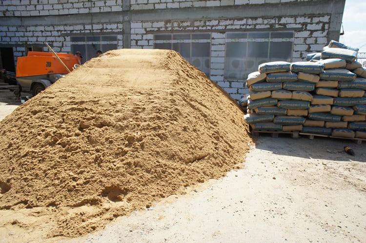Цемент и песок – основные компоненты