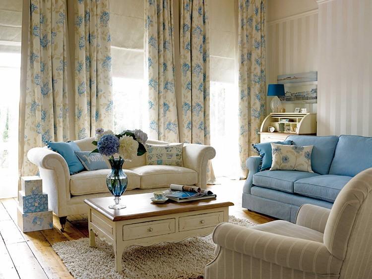 Мебель может быть разных цветов, но от одного производителя и одной и той же модели.