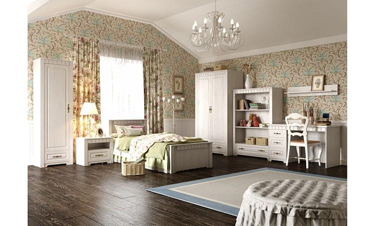 Просторная детская комната позволяет обставить её большим количеством мебели, нисколько не перегружая пространство.