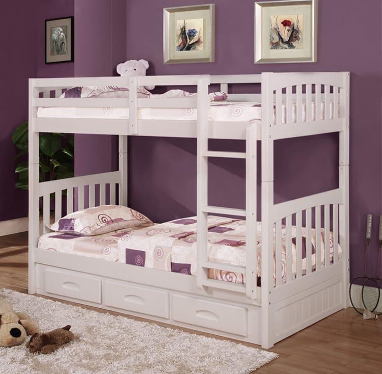 Двухуровневая кровать в классическом исполнении