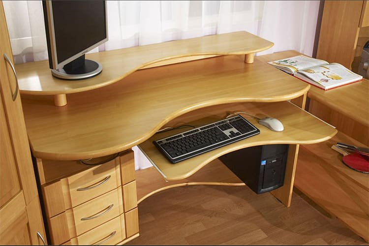 Компьютерный стол из МДФ