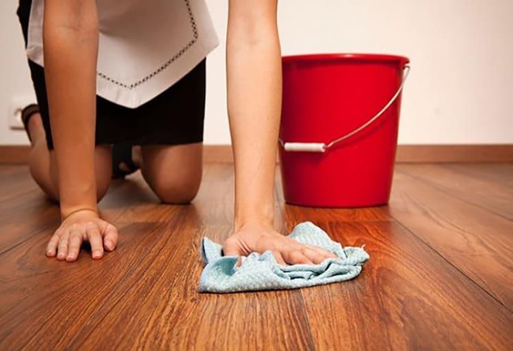 Если мыть и дезинфицировать пол несколько раз за неделю, то в такой квартире мышам будет как минимум не по себе.
