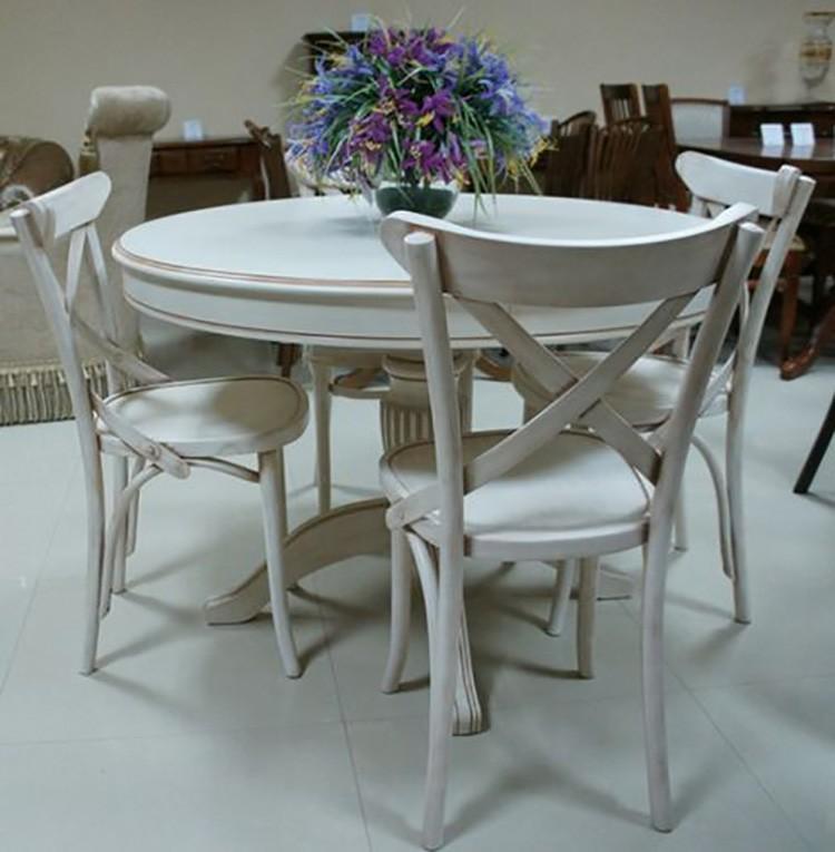 Округлые столики своими плавными линиями только добавят расслабляющую нотку. Но такие небольшие столы подойдут только для малогабаритной кухни.
