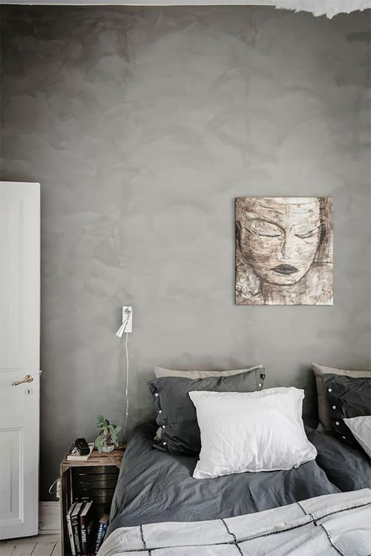 Для интерьера, выполненного в серых тонах, характерна изысканность и некоторая «богемность»