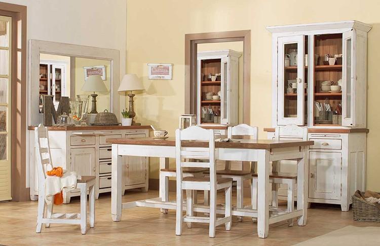 Кухню обставляют деревянной мебелью, которую подбирают с учётом требований того, кто больше всего времени готовит.