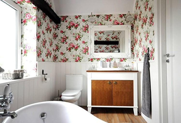 В ванной допустимо поэкспериментировать с более яркими цветами.